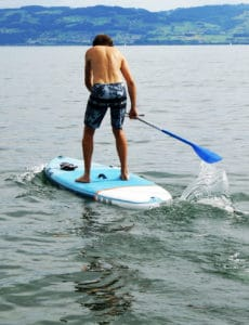 paddle board Decathlon action